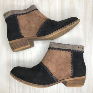 Roxy Black Color Block Ankle Suede Boots Size 9